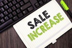 显示销售增量的文本标志 概念性照片平均销售量增长促进从主角的收入 免版税库存图片
