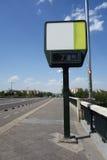 显示高温的街道温度计 免版税库存图片