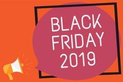 显示黑星期五的概念性手文字2019年 企业照片跟随感恩的文本天折扣购物的天记住 免版税库存照片