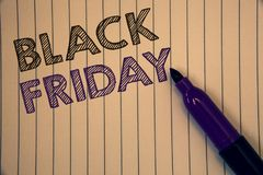显示黑星期五的概念性手文字 陈列特殊的拍卖的企业照片在感恩购物以后清楚地打折 库存照片
