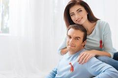 显示他们的容忍的宜人的乐观夫妇 免版税图库摄影