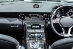 显示仪表板的一辆现代汽车的内部 库存图片