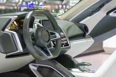 显示仪表板的一辆现代汽车的内部 免版税库存照片