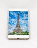 显示巴黎,法郎的整个银幕的图片现代智能手机 库存照片
