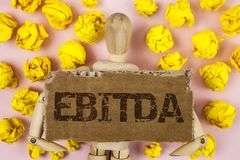 显示Ebitda的概念性手文字 企业照片陈列的收入,在税被测量评估公司表现前 库存照片
