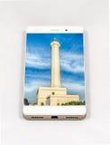 显示Leuca,意大利的整个银幕的图片现代智能手机 图库摄影