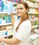 显示medici的年轻女性药剂师画象  免版税库存照片