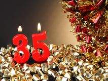 显示Nr的生日周年蜡烛 35 库存图片