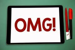 显示Omg诱导电话的概念性手文字 陈列哦我的好简称现代惊讶expre的企业照片 免版税图库摄影