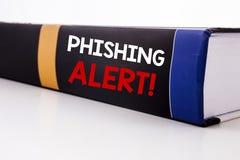 显示Phishing戒备的概念性手文字文本说明启发 在写的欺骗警告危险的企业概念 免版税库存照片