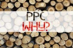 显示PPC的概念性公告文本说明启发-每个点击企业概念支付在wo写的互联网SEO金钱 免版税库存照片