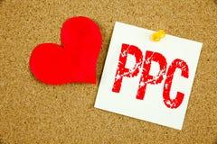 显示PPC的概念性手文字文本说明启发-每点击在st写的概念互联网SEO金钱和爱支付 图库摄影