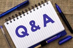 显示Q A的概念性手文字 企业照片陈列要求常见问题解答常常地要求解决疑义询问支持的问题帮助 库存图片