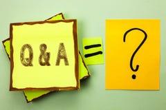 显示Q A的概念性手文字 企业照片陈列要求常见问题解答常常地要求解决疑义询问支持的问题帮助 免版税库存照片