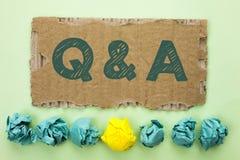 显示Q A的概念性手文字 企业照片文本要求常见问题解答常常地要求解决疑义询问支持writte的问题帮助 免版税库存照片