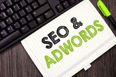 显示Seo和Adwords的文本标志 概念性照片薪水每点击销售谷歌Adsense的数字式 免版税库存图片