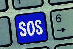显示Sos的文本标志 概念性对极端困厄帮助国际代码信号的照片迫切要求  免版税库存照片