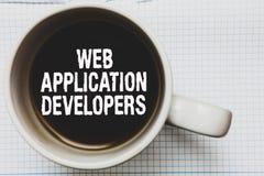 显示Web应用程序开发商的文字笔记 企业照片陈列的互联网编程的专家技术软件咖啡 库存图片