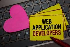 显示Web应用程序开发商的文字笔记 企业照片陈列的互联网编程的专家技术软件红色bo 库存照片