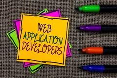 显示Web应用程序开发商的文本标志 概念性在某一co写的照片互联网编程的专家技术软件 免版税库存图片