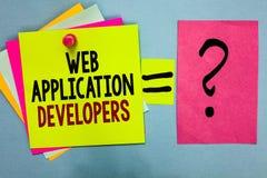 显示Web应用程序开发商的文本标志 概念性照片互联网编程的专家技术软件明亮的五颜六色的st 库存照片