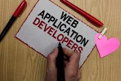 显示Web应用程序开发商的文本标志 编程专家技术软件书面稠粘的概念性照片互联网没有 图库摄影