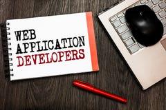 显示Web应用程序开发商的概念性手文字 企业照片陈列的互联网编程的专家技术软性 免版税库存图片