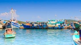 晃动在海湾的越南渔船看法  股票视频