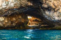晃动在蓝色热带海,菲律宾博拉凯海岛的海岛 库存照片