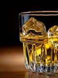 晃动威士忌酒 免版税库存图片