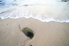 晃动并且挥动在Ao参议员海滩普吉岛 图库摄影
