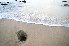 晃动并且挥动在Ao参议员海滩普吉岛 库存照片