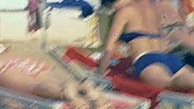 晒日光浴意大利的妇女 影视素材