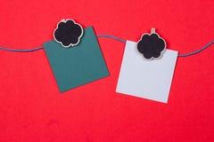 晒衣夹,与一个地方的纸写的 免版税图库摄影