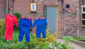 晒衣绳五颜六色的农厂所有 免版税库存照片
