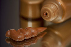晒黑的自已镀青铜化妆水 免版税库存图片