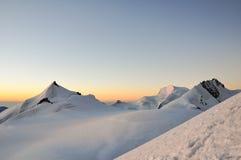 破晓在高处在瑞士人沃利斯阿尔卑斯 库存照片