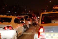 晚上业务量在城市 免版税库存图片
