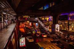 晚上交通在曼谷 免版税库存图片