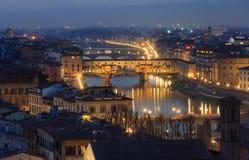 晚上佛罗伦萨顶视图(意大利) 库存图片