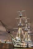 晚上俄国船 免版税库存照片