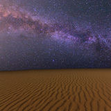 晚上含沙沙漠 免版税图库摄影