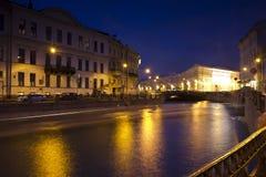 晚上圣彼德堡,俄罗斯 免版税图库摄影