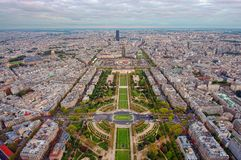 晚上在巴黎 鸟瞰图 库存照片