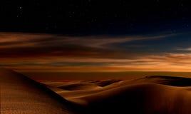 晚上在沙漠 库存图片
