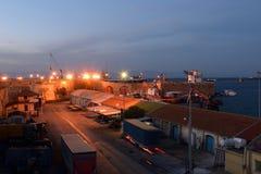 晚上在法马古斯塔港口,塞浦路斯 免版税库存照片