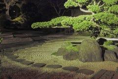 晚上在禅宗庭院里 免版税库存图片