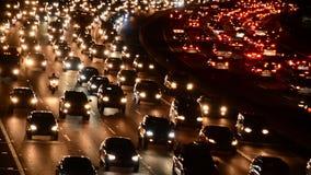 晚上在繁忙的高速公路的高峰时间交通在洛杉矶 股票视频