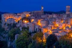 晚上在老意大利镇 库存图片
