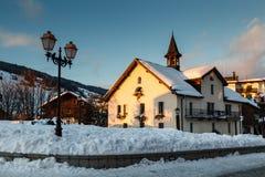 晚上在Megeve村庄在法国阿尔卑斯 免版税库存照片